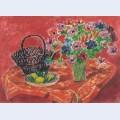 Vase d anemones citrons et panier sur la table