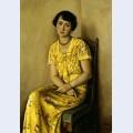Jeune femme en jaune