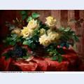 Stilleben mit einem strau gelber rosen und veilchen